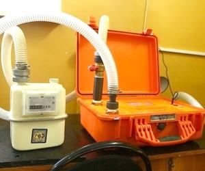 Поверка счетчика газа в лаборатории
